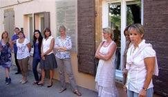 Sandrine Laverrière, à droite, avec une partie de l'équipe pédagogique. Photo Marie-Chantal Daspres