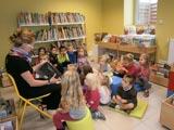 Les petits à la bibliothèque