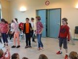 Les CM jouent au théâtre pour les CE1 et CE2